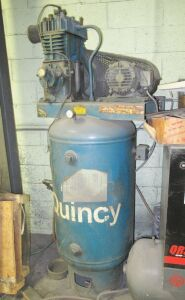 5HP QUINCY VERRTICAL TANK MOUNTED AIR COMPRESSOR (LOCATED IN DEER PARK, NY)